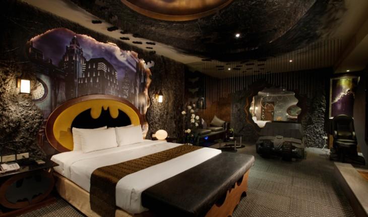 Habitación decorada con artículos de Batman