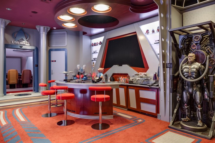 interior de una mansión con el diseño de la película Star Trek