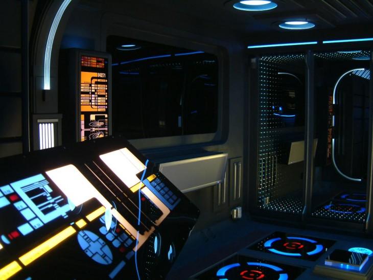 interior de un departamento con el diseño de la película Star Trek