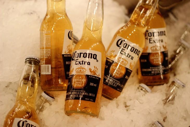 cervezas en una hielera