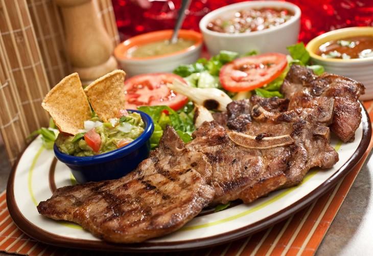 plato con carne asada