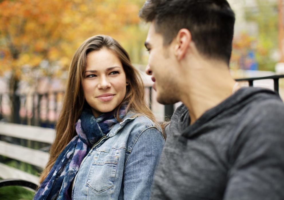 Mujeres dandose besos de lengua - 3 1
