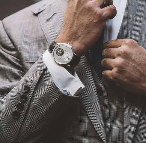 botones de la manga de un saco de hombre