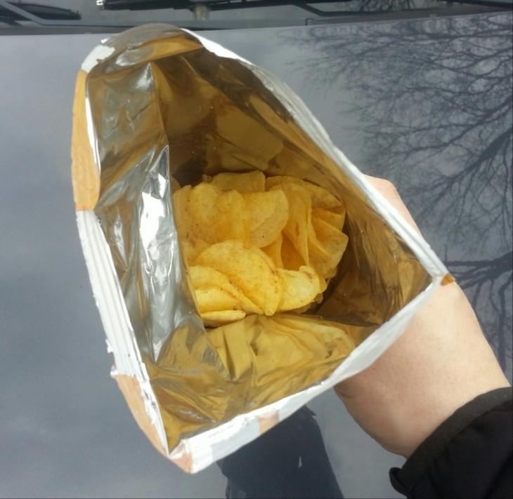 bolsa de papas fritas abierta