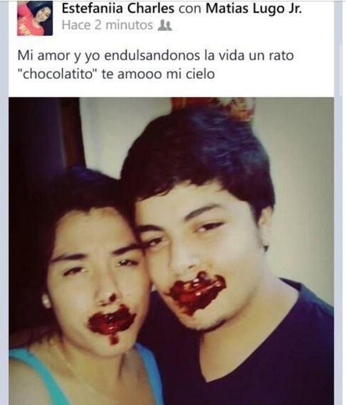 pareja de novios con chocolate en sus labios en una publicación de Facebook
