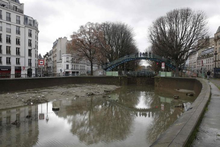 puente sobre el canal Saint-Martin en París