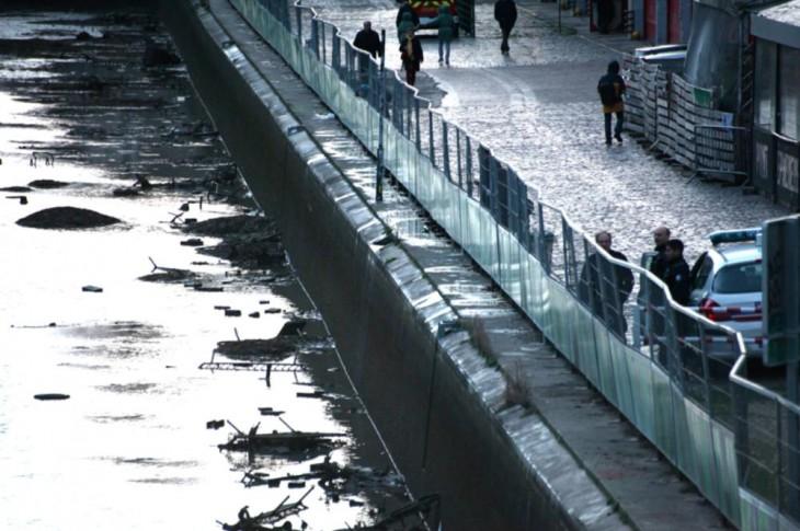 orilla del canal Saint- Martin en París