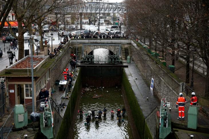 canal Saint-Martin drenado París, Francia.
