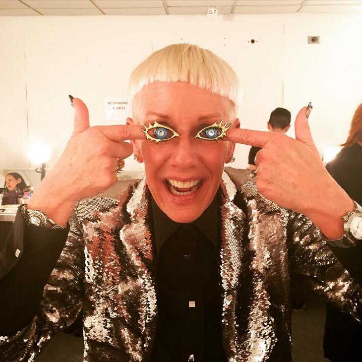 Jan Arnold creadora de la tendencia uñas peludas