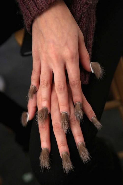 Furry Nails, la nueva tendencia de las uñas peludas
