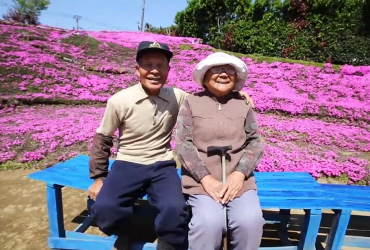 Sr. y Sra. Kuroki una pareja japonesa que tiene un hermoso jardín en casa