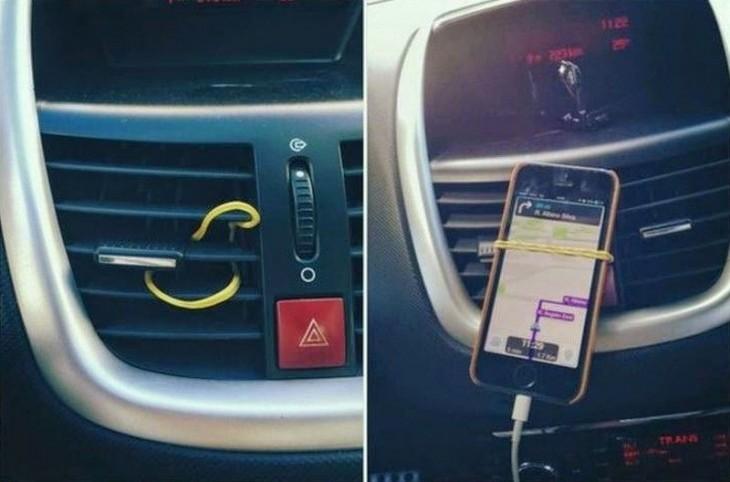 celular sobre el aire acondicionado agarrado con una liga