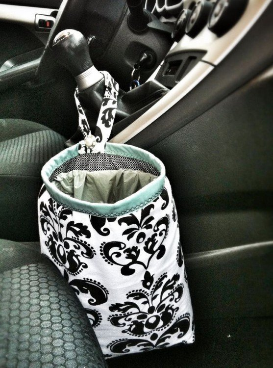 bolsa en la palanca de velocidades de un coche