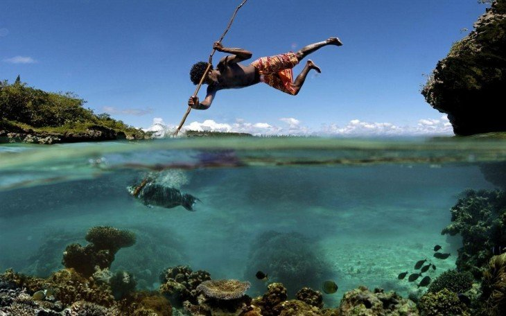 fotografía que muestra la pesca tradicional en la isla de mare en Nueva Caledonia
