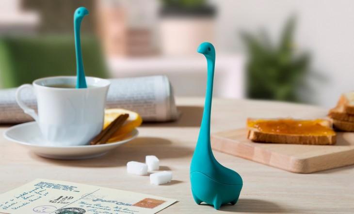 Infusor de té inspirado en el monstruo del lago Ness en color azul