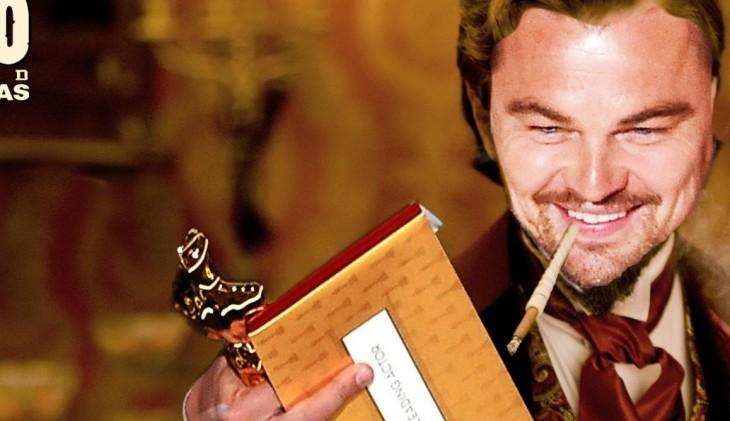 Leonardo DiCaprio con un cigarro en la boca y una estatuilla al oscar