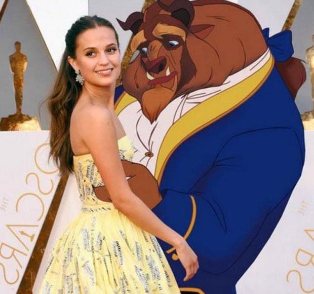 Meme de Alicia Vikander con la bestia de la película la bella y la bestia