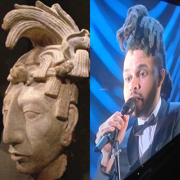 meme del peinado de weeknd comparado con una escultura maya