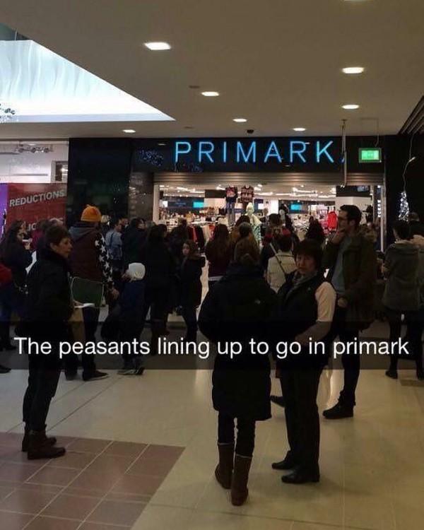 fotografía de snapchat de personas haciendo fila para la tienda Primark