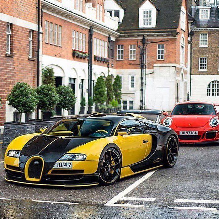 Carros de lujo en las calles de Londres