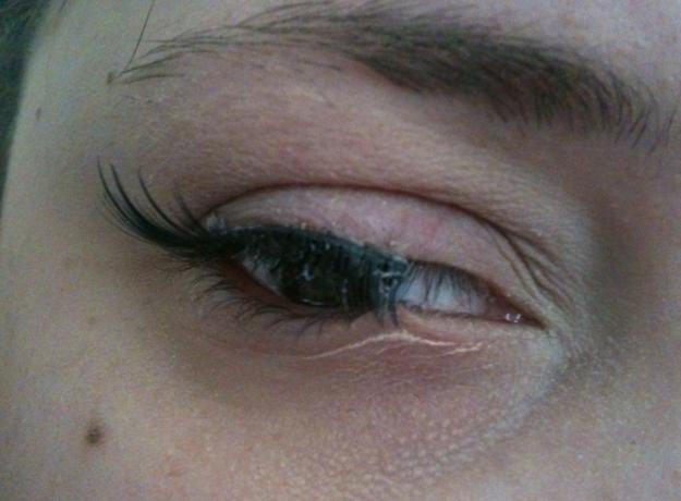 pestañas postizas pegadas en los ojos