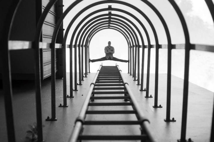 foto ganadora del concurso anual de nikon donde al final se encuentra Van Dam abierto de pies