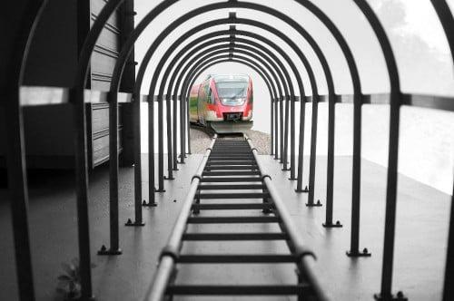 photoshop de la imagen ganadora del concurso nikon con un tren en medio