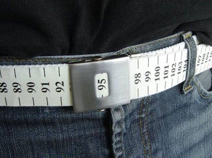 cinturón en forma de cinta métrica