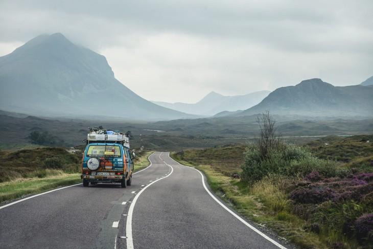 Pareja de Bloggers viaja alrededor del mundo gastando 8 dólares al día en una Van