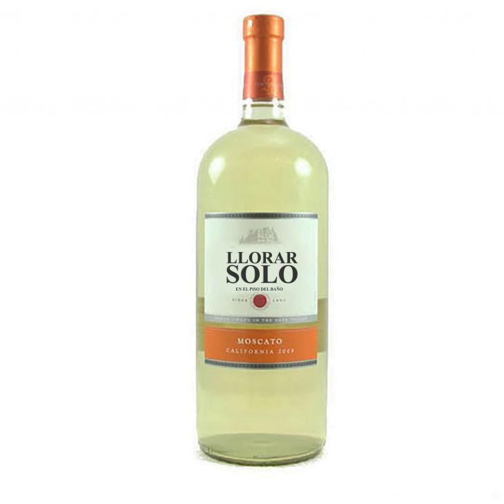 botella de vino con la frase llorar solo en su etiqueta