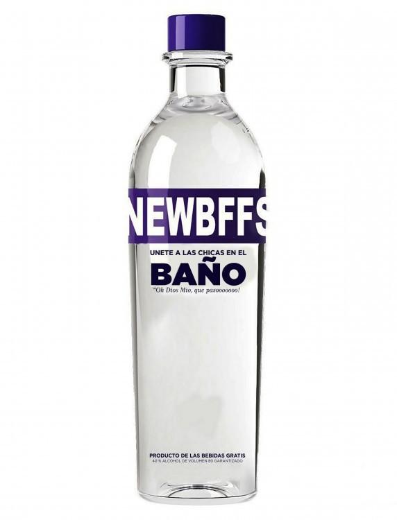 botella de tequila con frase honesta sobre su etiqueta que dice mejores amigos