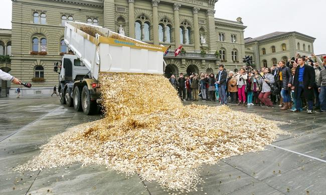 Suiza propone darle un ingreso mensual a sus habitantes