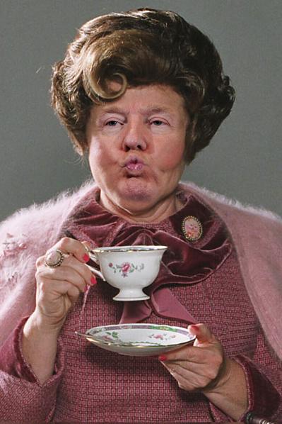 Donal Trump mandando un beso con el cuerpo de Dolores Umbridge de Harry Potter