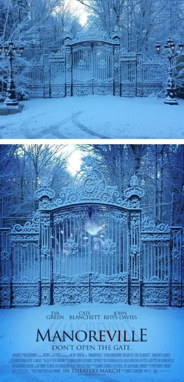 """Imagen de un paisaje nevado convertido en el poster de una película falsa titulada """"Manoreville"""""""