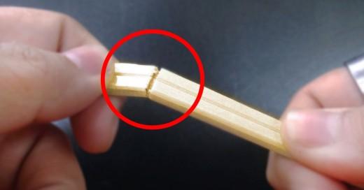 la forma correcta de usar los palillos chinos
