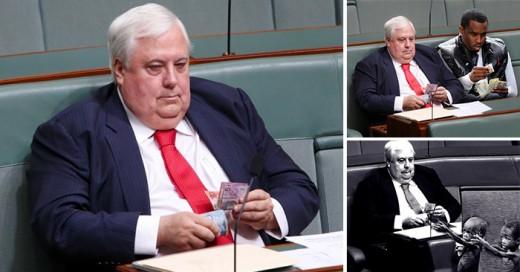 fotografía donde el político australiano Clive Palmer descaradamente está contando dinero en el Parlamento y es trolleado
