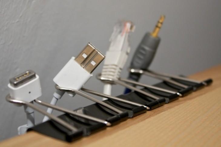 Clips de orejita para organizar tu escritorio y los cables