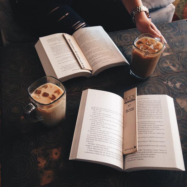 UNA BUENA TAZA DE CAFÉ Y TU MEJOR SELECCIÓN DELIBROS ES MÁS QUE SUFICIENTE