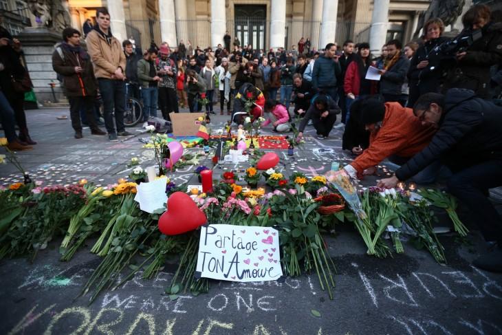 ciudadanos en Bruselas solidarizándose por una buena causa