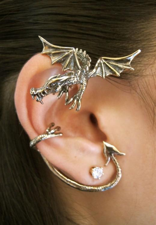 piercing de dragón para el oído