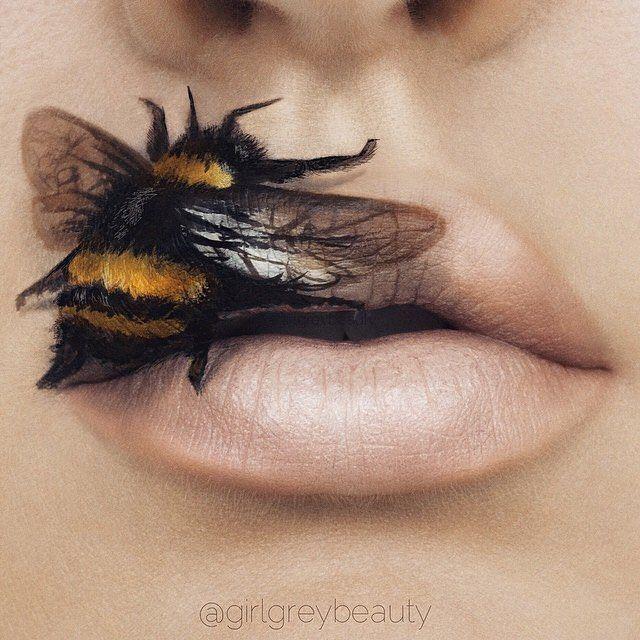 labios de una chica con un diseño de una abeja