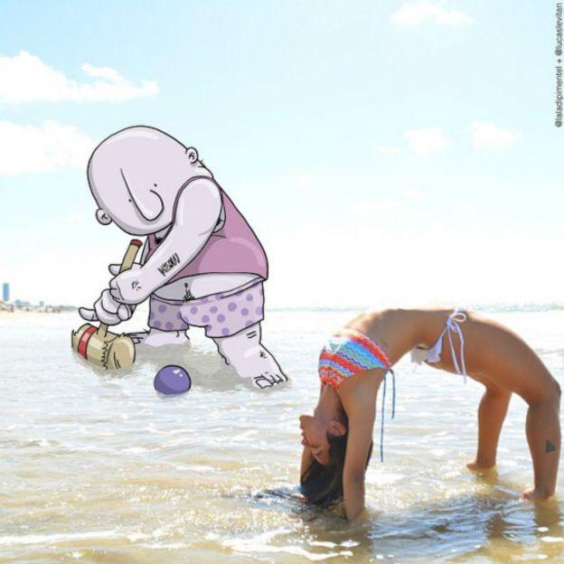 fotografía divertida de un dibujo a punto de meter una pelota entre una chica que esta inclinada hacia atrás en un mar