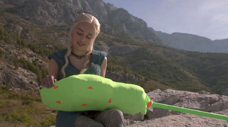 Daenerys de Game of Thrones detrás de la pantalla verde