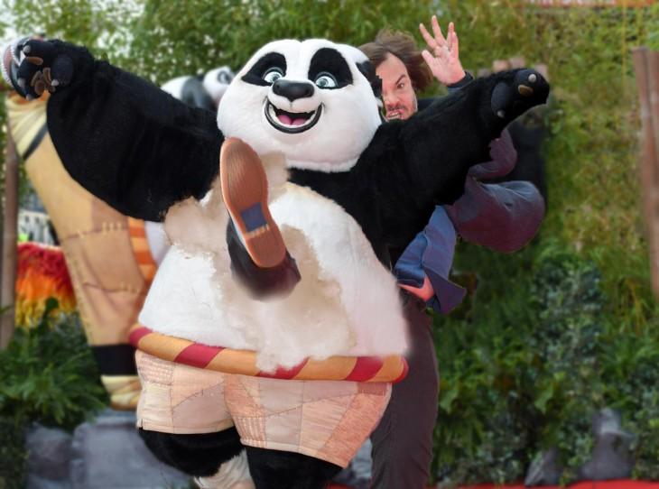 Photoshop de jack black dandole una patada a la botarga de Kung Fu Panda