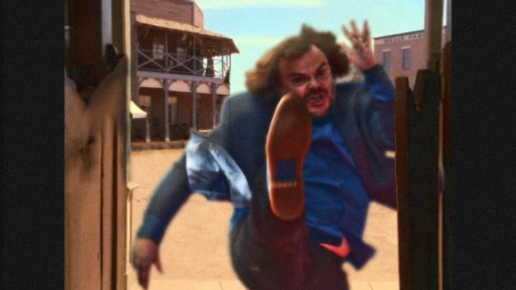photoshop de jack black dandole una patada a una puerta