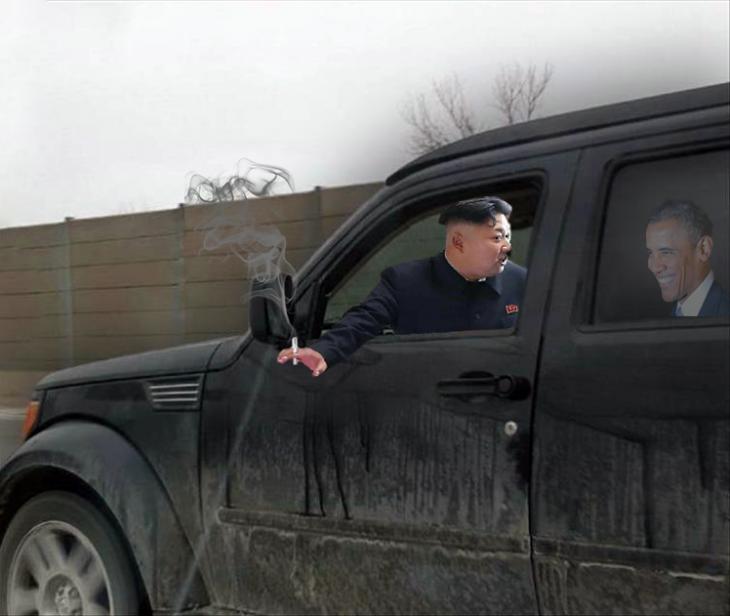 Photoshop a Kim Jong Un fumando en un orfanato sobre una camioneta negra con Obama