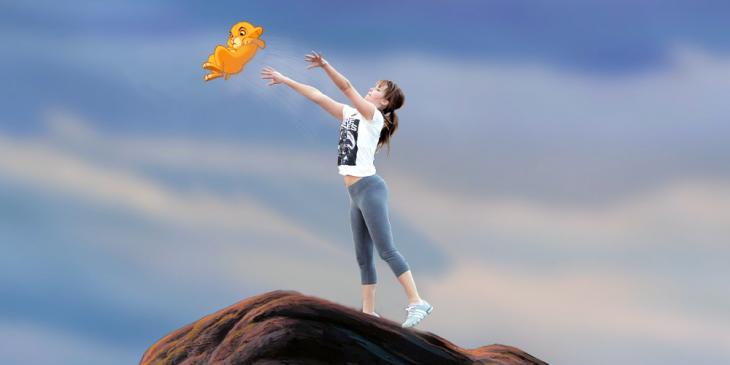 Photoshop de Jennifer Lawrence jugando basquet lanzando a simba del rey león