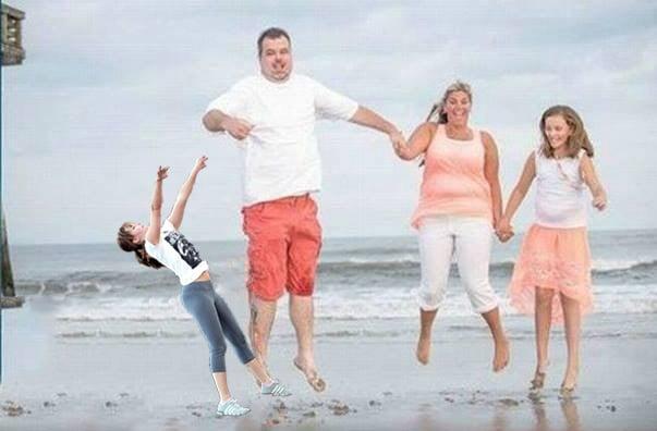 Batalla de photoshop de Jennifer Lawrence jugando basquet en una fotografía familiar en una playa
