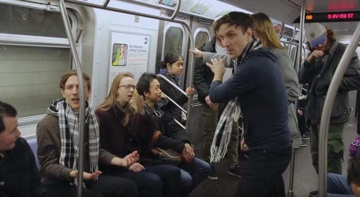 Broma de cuatro pares de gemelos en un metro de Nueva York por los chicos de un canal de Youtube