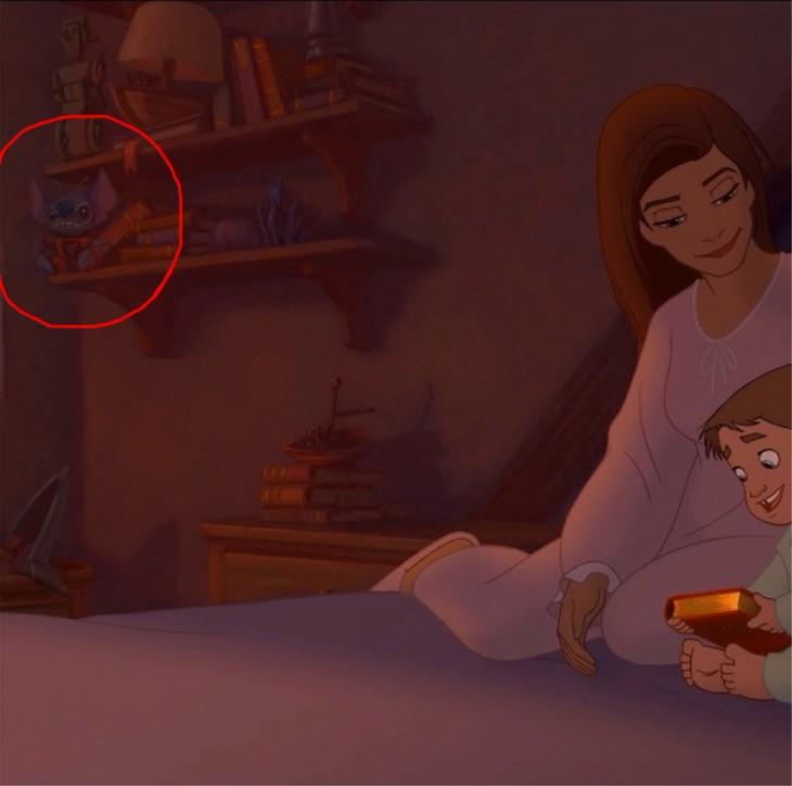 stitch en una escena de la película de el planeta del tesoro